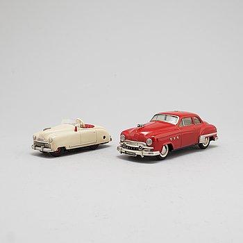 LEKSAKSBILAR, 2 stycken, Schuco, Radio 4012 och 5311, 1950-tal.