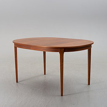 A walnut veneered dining table with two ectension leaves, 1960's.
