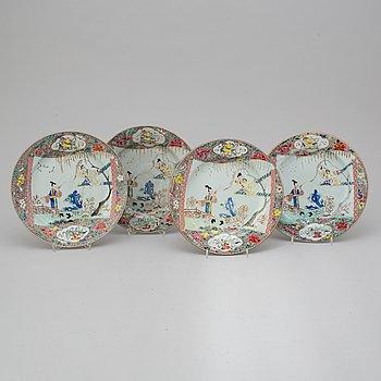 TALLRIKAR, fyra stycken, kompaniporslin. Qingdynastin, Yongzheng (1723-35).