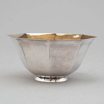A Swedish mid 20th century parcel-gilt silver bowl, mark of CGH, Stockholm 1954.