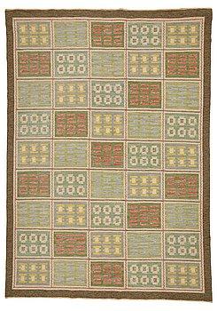 216. Edna Martin, A CARPET, flat weave, ca 357,5 x 254 cm, signed EM SH (Edna Martin, Svensk Hemslöjd).