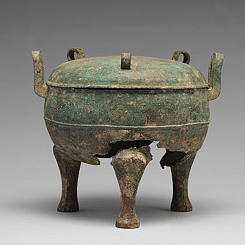 """646. A bronze tripod food vessel and cover, """"Ding"""", Eastern Zhou Dynasty."""
