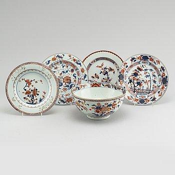 Five pieces of chinese porcelain, Qianlong (1736- 1795).