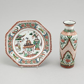 Two pieces of chinese porcelain, 19th century.
