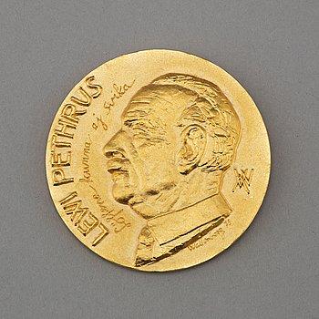 A REMEBERANCE MEDAL, 18K gold, Sporrong, 1974. Weight ca 66,9 g.