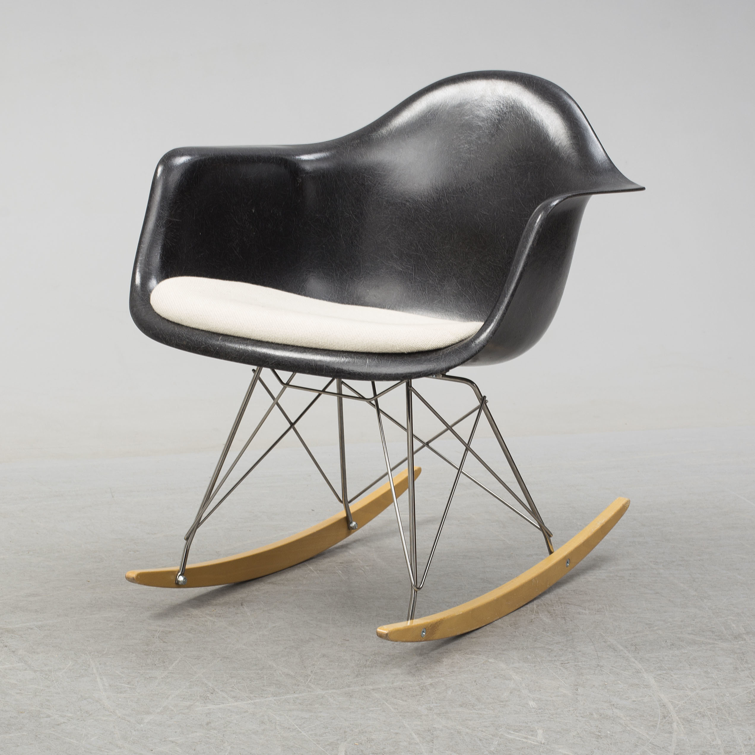 A U0027Rocket Chairu0027 By Charles U0026 Ray Eames, Herman Miller, Late 20th Century.    Bukowskis