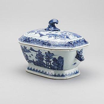 TERRIN MED LOCK, porslin, Kina 1700-tal.