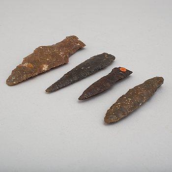 SPETSAR, 4 st, av rödbrun flinta, neolitikum.