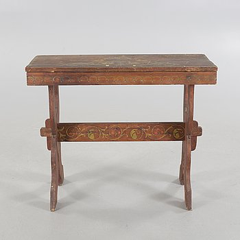 A table, probably made in Hälsingland from around year 1900.