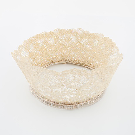 A bridal crown, two lace collar and two pair of gloves.