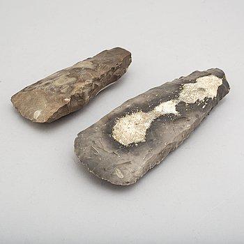 YXOR, 2 st, tjocknackiga, av huggen flinta, neolitikum.