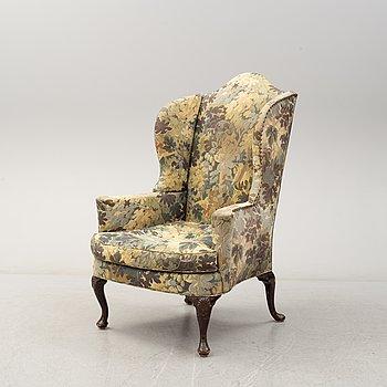 A Queen Anne-style armchair, 19th century.