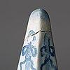 Obelisker, ett par, fajans. rörstrand märkta stockholm, 1700 tal