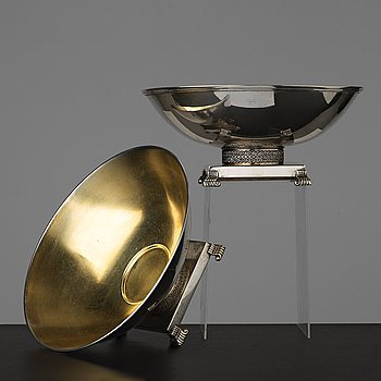 14. A pair of Swedish 20th century parcel-gilt silver bowls, maker's mark of CG Hallberg, Stockholm 1934 and 1935.