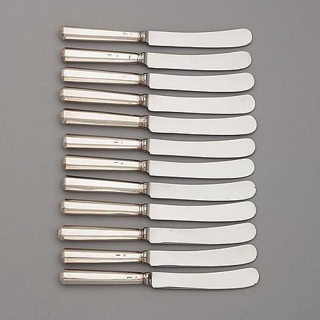Matknivar, 12 st, silver, icke identifierad mästarstämpel acl. 1800-talets förra hälft.