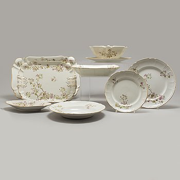 """A creamware dinner service, 98 psc, """"Hagtorn"""", Gustavsberg, in production 1899-1941."""