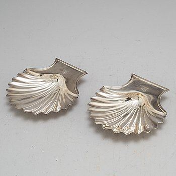 A pair of English 18th century silver butter shells, mark of John Köhler I, London 1792.