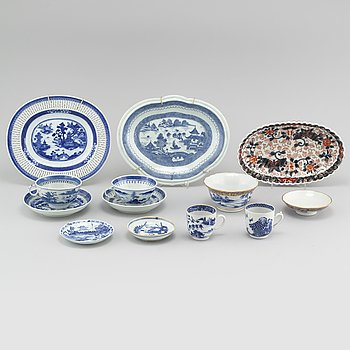 Ten pieces of Chinese porcelain from the 18th and 19th century.