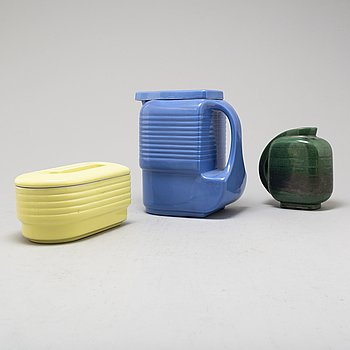 RALPH E. KRUCK, pitcher and box, Westinghouse by The Hall China Co, USA. Designed 1939. Vase included.