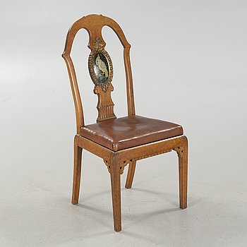 An early 20th century jugend baroque chair.