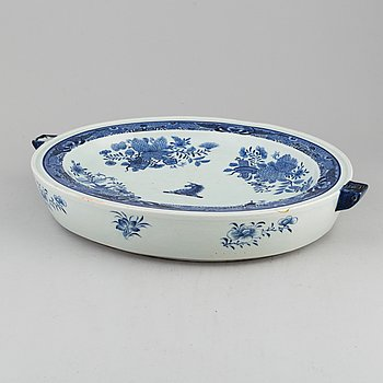 A blue and white export porcelain hot water dish, Qing dynasty, Qianlong (1736-95).