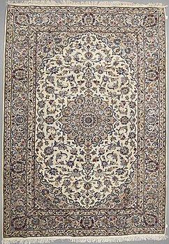 A CARPET, Kashan, ca 351 x 244 cm.