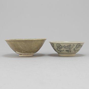 SKÅLAR, 2 st, porslin, troligen Ming, Kina.
