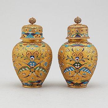 LOCKURNOR, ett par, cloisonné, Kina, 1900-tal.