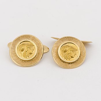 A PAIR OF CUFFLINKS, 18K gold, gold coin imitations.