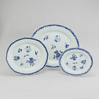 UPPLÄGGNINGSFAT, porslin, 3 delar, Kina, 1700-tal.