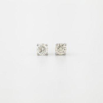 ÖRHÄNGEN, med briljantslipade diamanter totalt 0.62 ct.