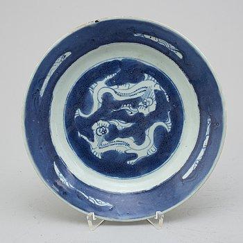 TALLRIK, porslin. Qingdynastin, 1800-tal.