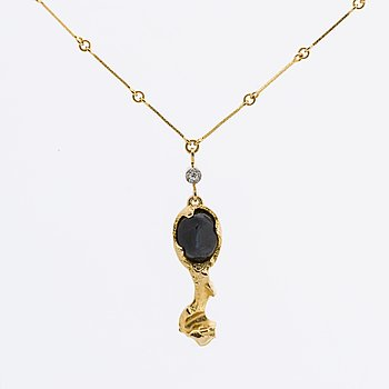 LAPPONIA NECKLACE 18k gold w facetted labradorite approx 10 x 8 mm and 1 single-cut diamond 0,02 ct,  Finland 1977.