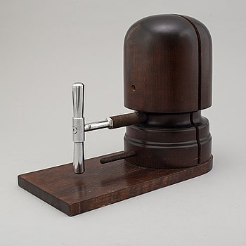 A wooden hat mould, first half of the 20th century.