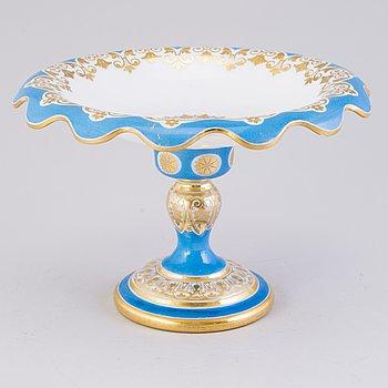 TAZZA, målad och förgylld opalglas, Ryssland 1800-talets mitt.