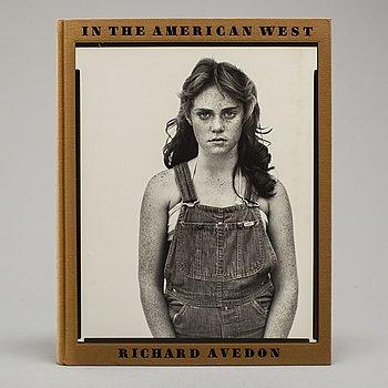 "FOTOBOK, Richard Avedon,""In The American West""."