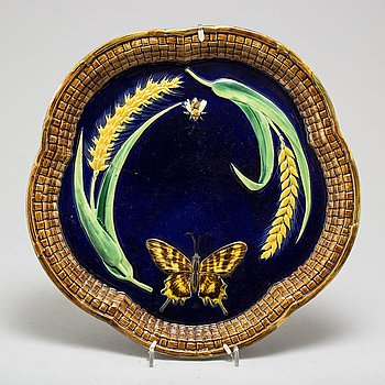 GEORGE JONES, a maiolica dish, Staffordshire, second half of the 20th century.