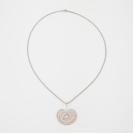 """Tapio wirkkala, kultakeskus 1975, a """"omena"""" (apple) pendant"""