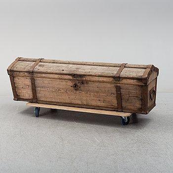 KISTA, så kallad knektkista, allmoge,1700-tal.