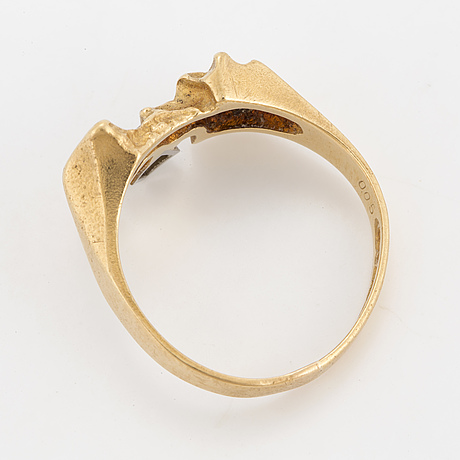 A lapponia 18k gold and diamond ring. 1984