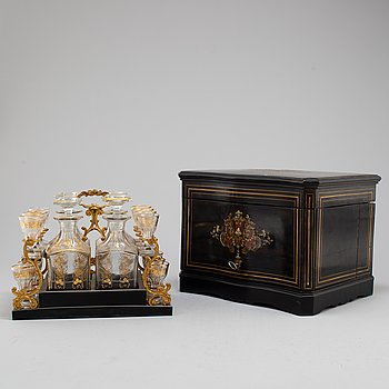 A liquor casket set, late 19th century.