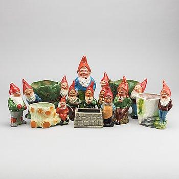 TOMTAR samt YTTERFODER, keramik 11 st, 1900-talets mitt.