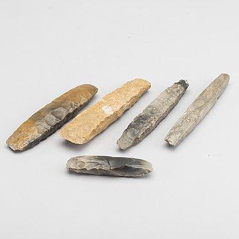 REDSKAP- / VAPEN, 5 delar, sannolikt neolitikum / neoliticum.