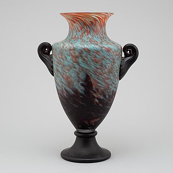 A GLASS VASE, 20th Century.