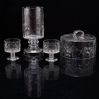 A four piece glass service by Oiva Toikka, 'Flora', Nuutajärvi Notsjö, Finland, designed in 1966.