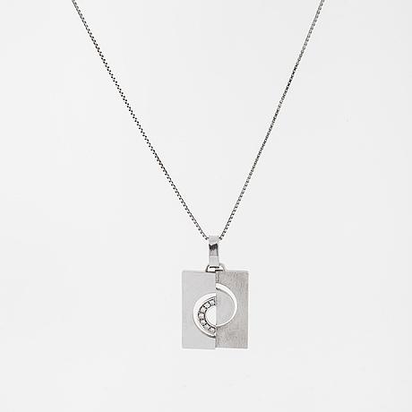 A brilliant cut diamodn pendant