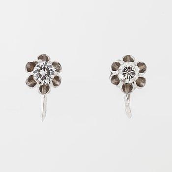 A pair of brilliant cut diamodn earrings by styck.Alton, Falköping, 1971.