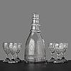 Karaff samt starkvinsglas, sex stycken. reijmyre glasbruk, 1810 tal, graverade av anders spolander