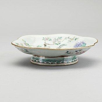 FAT på fot, porslin, Qingdynastin, Kina 1800-tal.