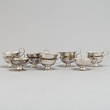 PUNCHMUGGAR, 12 st, silver, olika tillverkare, 1950-tal.